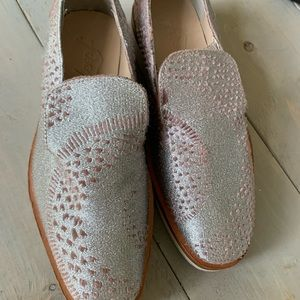 Free People euc sz 7 silver snakes eye loafers